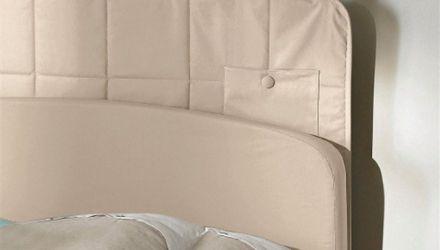 Zoom sur la tête de lit avec poches