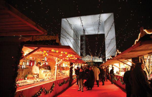 Marché-de-Noël-Esplanade-de-la-Défense-_-850x540-_-©-OTCP-Amélie-Dupont-_-163-01_block_media_very_big