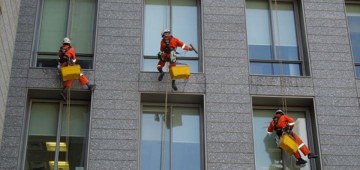 Pourquoi confier le nettoyage de ses vitres une for Bien nettoyer ses vitres
