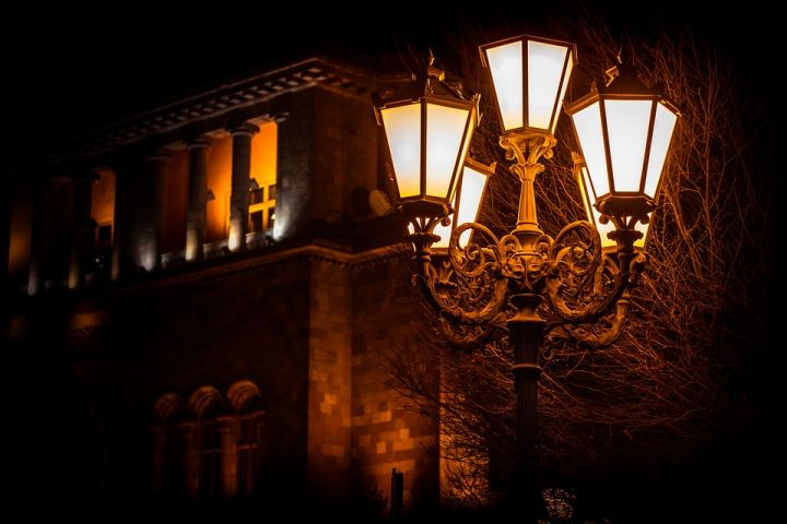 Où trouver un lampadaire sobre et design à bon prix