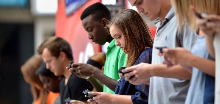 France : la moitié des jeunes préfèrent Internet au sexe