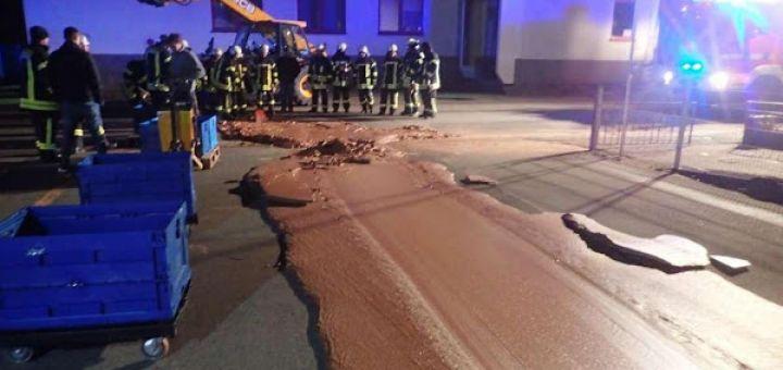 Westönnen Allemagne : une rivière de chocolat coule dans la rue