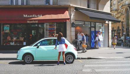 Commerçants parisiens : animez vos vitrines avec des lettrages et stickers adhésifs !